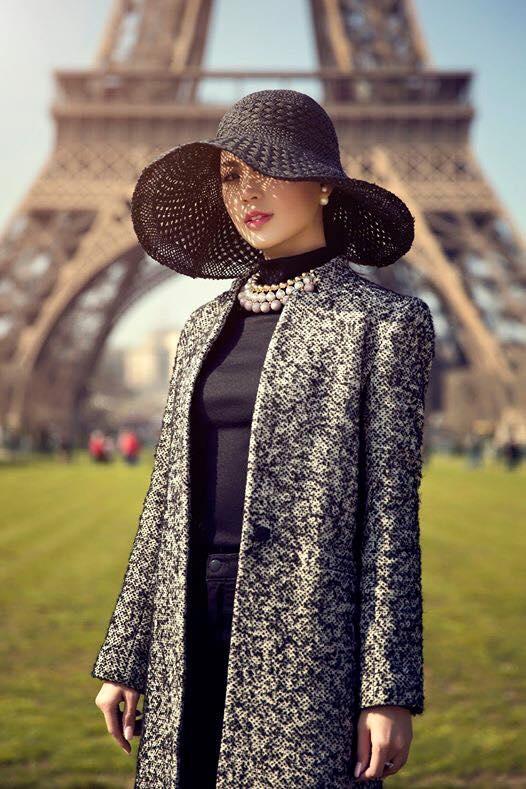 Hình ảnh của Diễm Trang giữa lòng thủ đô Paris hoa lệ dường như không thua kém bất kì quý cô sành điệu nào trên thế giới.