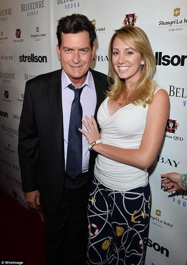 Charlie Sheen bên vị hôn thê trước đây - ngôi sao phim người lớn Scottine Ross