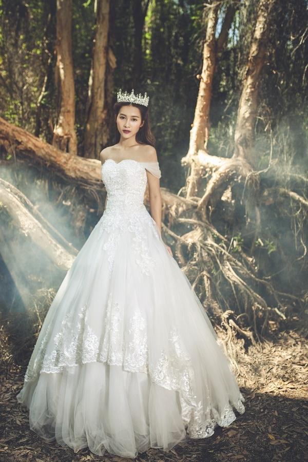 Khả Ngân ma mị trong váy cưới trắng tinh