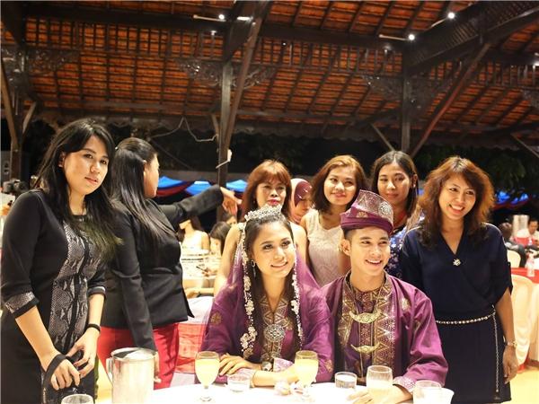 Hồ Vĩnh Khoa nhận được sự chào đón nồng nhiệt từ những người bạn Malaysia. - Tin sao Viet - Tin tuc sao Viet - Scandal sao Viet - Tin tuc cua Sao - Tin cua Sao
