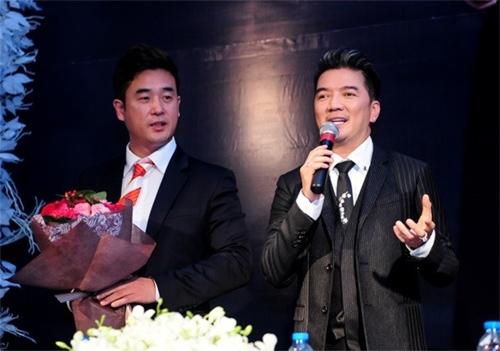 Ông Lee Sun Ki – đại diện Hiệp hội người mẫu Châu Á sang Việt Nam tham dự buổi công bố danh hiệu của Mr.Đàm. - Tin sao Viet - Tin tuc sao Viet - Scandal sao Viet - Tin tuc cua Sao - Tin cua Sao