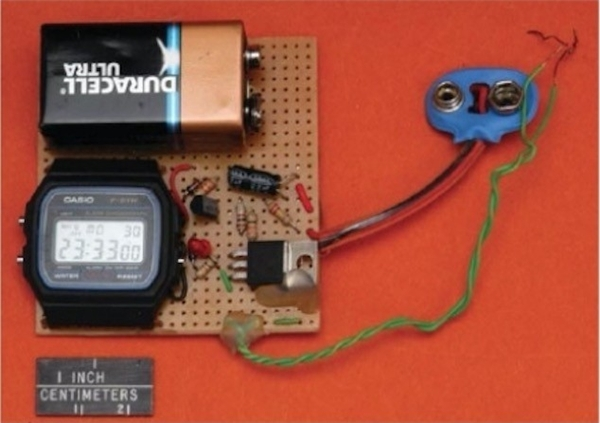 Rẻ, chính xác và dễ đấu nối với các bản mạch, đồng hồ Casio là thứ không thể thiếu trong các loại bom tự chế của khủng bố. Ảnh: PlayTech.