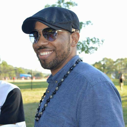 Chủ nhân tài khoản và cũng là người chứng kiến toàn bộ sự việc, anh Redd Desmond Thomas. (Ảnh: FB)
