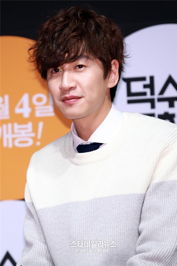 """Có thể nói Lee Kwangsoo chính là một trong những hiện tượng mĩ namlạ lùng nhất của làng giải trí xứ Hàn. Dù nhan sắc chỉ thuộc hạng trung bình nhưng anh được fan ưu ái dành tặng danh hiệu """"hoàng tử châu Á"""" và được yêu thích không kém những thần tượng """"trai xinh gái đẹp"""" của Kpop."""