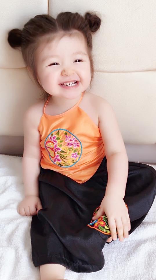 Hàm răng hạt bắp chưa đều nhưng rất thích nhe ra khi cười của Cadie. - Tin sao Viet - Tin tuc sao Viet - Scandal sao Viet - Tin tuc cua Sao - Tin cua Sao