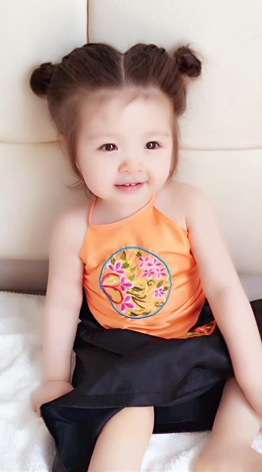 Con gái Elly Trần xấu hổ khi bị mẹ bắt làm Thị Nở - Tin sao Viet - Tin tuc sao Viet - Scandal sao Viet - Tin tuc cua Sao - Tin cua Sao