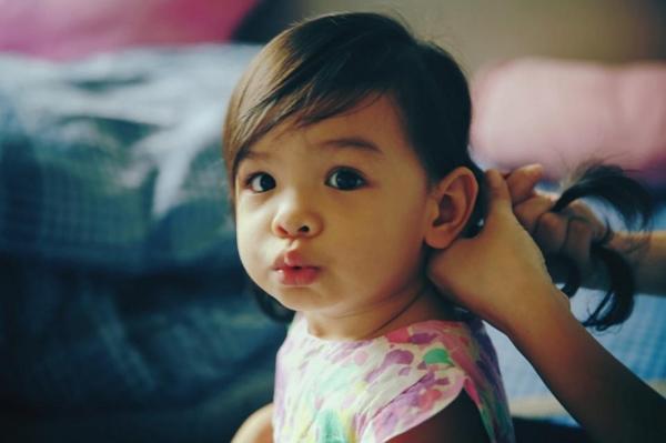 Bella từ nhỏ đã rất đáng yêu với đôi mắt to tròn. - Tin sao Viet - Tin tuc sao Viet - Scandal sao Viet - Tin tuc cua Sao - Tin cua Sao