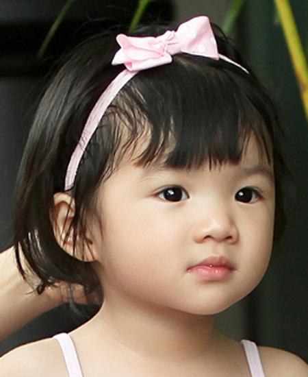 Lúc nhỏ,Bảo Tiên đã có nét đáng yêu với đôi môi đỏ mọng. - Tin sao Viet - Tin tuc sao Viet - Scandal sao Viet - Tin tuc cua Sao - Tin cua Sao