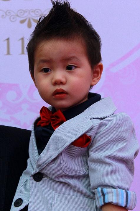 Đăng Khang ngay từ bé đã sở hữu nét đẹp trai giống bố. - Tin sao Viet - Tin tuc sao Viet - Scandal sao Viet - Tin tuc cua Sao - Tin cua Sao
