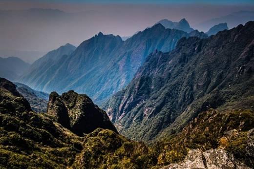 Hãy đến với SaPa và chinh phục ngọn núi Phan Xi Păng cao nhất Việt Nam.(Ảnh: Buzzfeed)