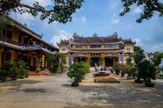 Những kiến trúc đền chùa ở Việt Nam cũng vô cùng phong phú và ấn tượng.(Ảnh: Buzzfeed)