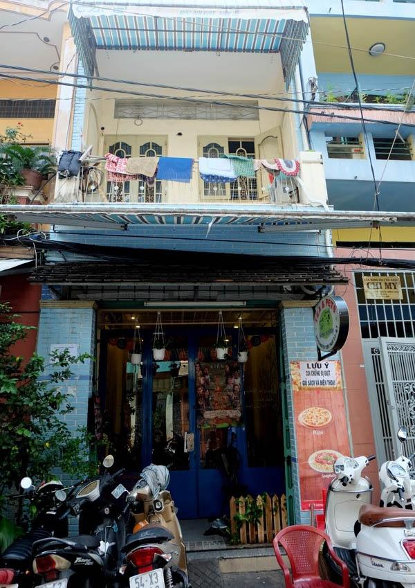 Tầng 1 quán cafe thú cưng nơi 15 chú chó bị đầu độc.