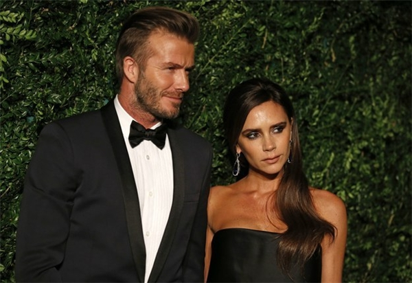 """Ngay sau khi, Beckham nhận giải, bà xã của anh – Victoria Beckham – cũng đã rất hạnh phúc và gửi lời chúc mừng đến chồng trước truyền thông:""""Tôi là người phụ nữ may mắn nhất.Tôi đang cảm thấy hạnh phúc hơn bao giờ hết"""". (Ảnh:Buzzfeed)"""