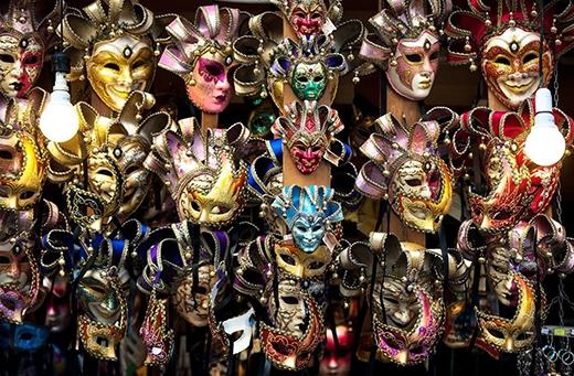 …mặt nạ đặc trưng của nướcÝ sẽ góp mặt tại đêm gala.