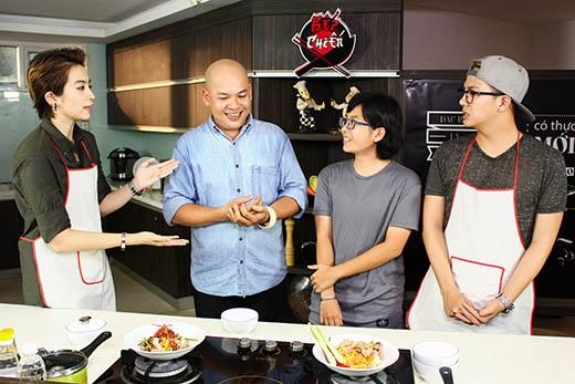 Thùy Dương(thứ 2 từ phải sang)đã yêu cầu món mì Quảng và được mời lên chương trình để nếm thử món ăn. - Tin sao Viet - Tin tuc sao Viet - Scandal sao Viet - Tin tuc cua Sao - Tin cua Sao