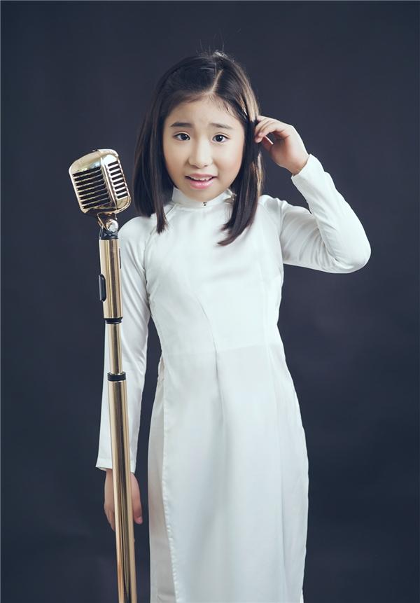 Khán giả còn bất ngờ trước những chia sẻ thú vị về môi trường giáo dục Hàn Quốc mà cô bé Ju Uyên Nhi đang theo học.