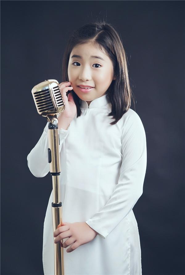 """Ju Uyên Nhi dù chỉ mới học lớp 3 nhưng cô bé Việt Hàn cũng có những chia sẻ sâu sắc: """"Khi cất lên những giai điệu của bài hát Những điều thầy chưa kể, ngoài việc nhớ về những thầy cô của con, con còn nhớ về khoảng thời gian gắn bó cùng chú Kyo York, con luôn được chú Kyo dạy dỗ và thương yêu như một người thầy của mình đã giúp cho con có nhiều kinh nghiệm trong ca hát và biểu diễn."""""""