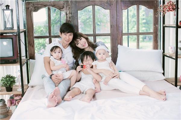 Tổ ấm hạnh phúc của Lý Hải bên vợ đẹp và 3 nhóc tì đáng yêu. - Tin sao Viet - Tin tuc sao Viet - Scandal sao Viet - Tin tuc cua Sao - Tin cua Sao