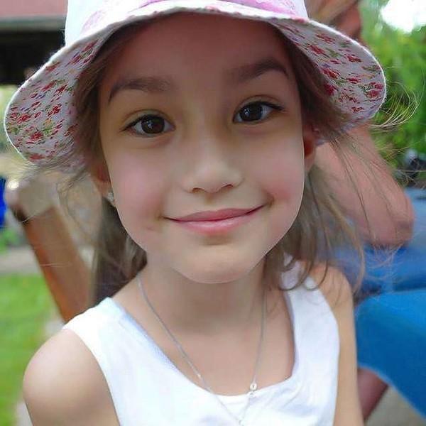 Vẻ đẹp không tì vết của bé gái 10 tuổi nhưng đã sớm nổi tiếng khắp trong và ngoài Thái Lan.