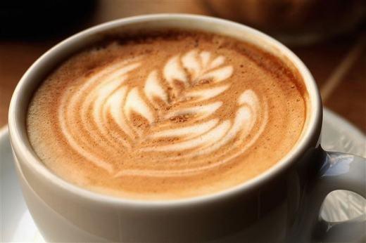 Hãy tránh xa cà phê ít nhất 4 giờ trước khi đi ngủ, đó là lời khuyên của các chuyên gia. (Ảnh: Innamag)
