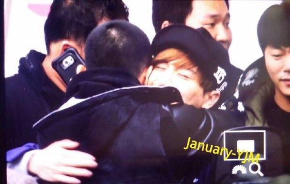 Changmin và Siwon tươi cười rạng rỡ lên đường nhập ngũ