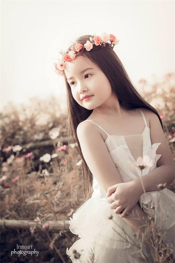 BéBảo Thyvô cùng xinh xắn và dễ thương, cô nhóc không hề thua kém vẻ xinh đẹp của bất cứ ai.(Ảnh:Internet)