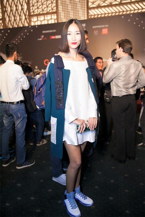 Hai tạo hình khác lạ của Trang Khiếu với tóc bob: trẻ trung, năng động vàthanh lịch, cổ điển.