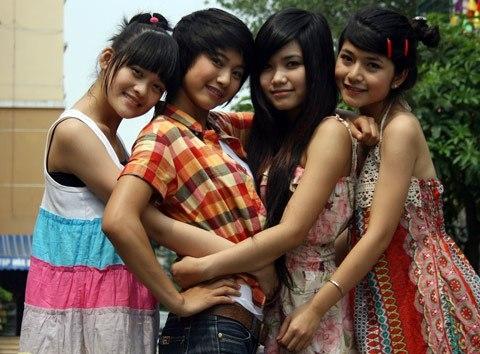 Những cô nàng xinh đẹp của lớp 10A8. (Ảnh; Internet)