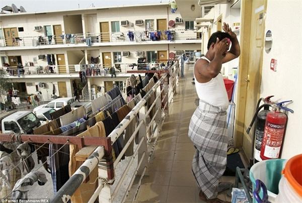 Sonapur - nơi tập trung phần lớn lao động nhập cư tại Dubai - được miêu tả là một khu vực bẩn thỉu thiếu điện, nước. Ảnh:Dailymail.
