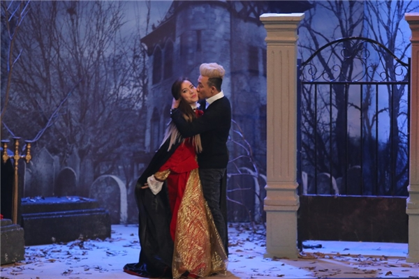 """Trấn Thành """"cưỡng hôn"""" Phương Trinh Jolie khiến cô nàng cảm thấy thẹn thùng. - Tin sao Viet - Tin tuc sao Viet - Scandal sao Viet - Tin tuc cua Sao - Tin cua Sao"""
