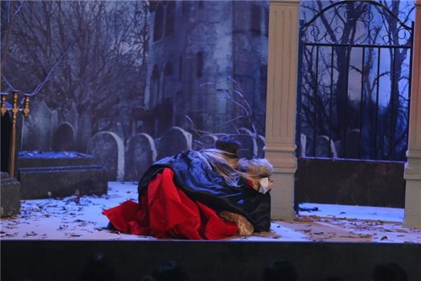 Trấn Thành hóa ma cà rồng cưỡng hôn Phương Trinh Jolie - Tin sao Viet - Tin tuc sao Viet - Scandal sao Viet - Tin tuc cua Sao - Tin cua Sao