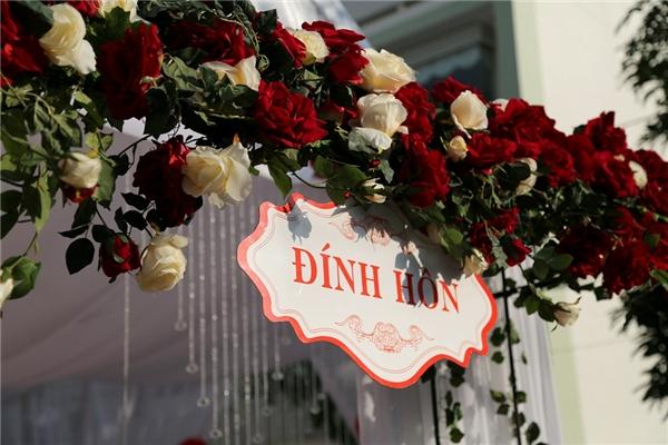 Cận cảnh không gian tiệc đính hôn tràn ngập sắc đỏ của Vân Trang - Tin sao Viet - Tin tuc sao Viet - Scandal sao Viet - Tin tuc cua Sao - Tin cua Sao