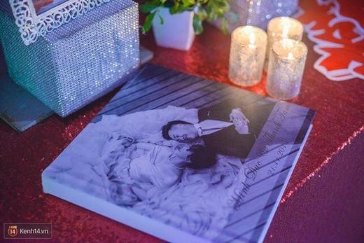 Những bức ảnh cưới tuyệt đẹp của cả hai từng được chụp ở Thái Lan cũng là điểm nhấn trang trí trong đám cưới.