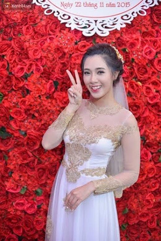 Cô dâu Hà Min nhí nhảnh trong ngày trọng đại của đời mình.