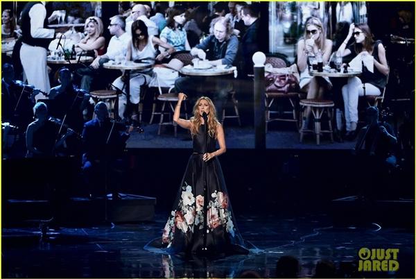 Khán giả xúc động với lễ trao giải AMAs 2015 đầy nước mắt