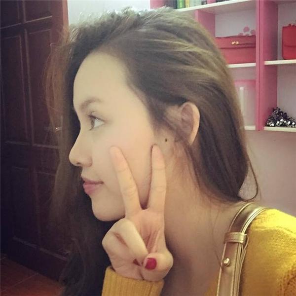 Không những thế, Thùy Linh còn sở hữu chiếc mũi dọc dừa cao vút và gương mặt V-line đẹp tự nhiên.