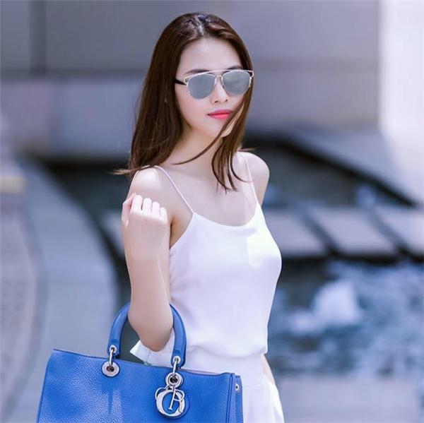 Không những xinh đẹp, Thùy Linh còn sở hữu gu thời trang sành điệu,tinh tế và không kém phần gợi cảm, quyến rũ.