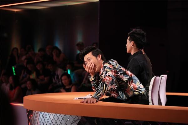 Bộ ba ghế nóng đã có màn đối đáp hài hước chọc cười khán giả ngay trên sân khấu. - Tin sao Viet - Tin tuc sao Viet - Scandal sao Viet - Tin tuc cua Sao - Tin cua Sao