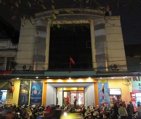 Rạp Dân Chủ là một trong những rạp chiếu phim lâu đời nhất của thủ đô Hà Nội - (Ảnh: Internet)