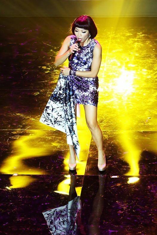 NTK Việt vỡ òa hạnh phúc khi được Alicia Keys mặc áo