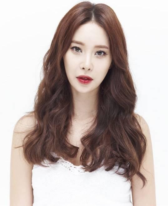 Sở hữu chất giọng ngọt ngào và da diết, Baek Ji Young được mệnh danh là nữ hoàng nhạc phim của Hàn Quốc. - Tin sao Viet - Tin tuc sao Viet - Scandal sao Viet - Tin tuc cua Sao - Tin cua Sao