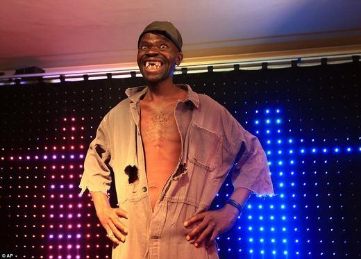 """Người vừa chiến thắng trong cuộc thi """"Người đàn ông xấu nhất Zimbabwe"""". (Ảnh: AP)"""