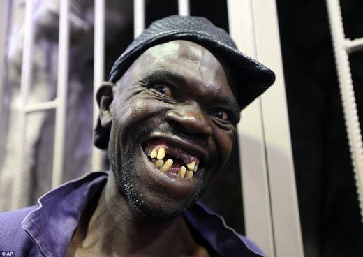 Người đàn ông xấu nhất Zimbabwe bị phản đối vì vẫn... quá đẹp trai