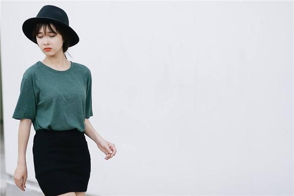 Nếu như Nhã Phương luôn ưa chuộng những trang phục nhẹ nhàng, ngọt ngào thì Phương Anh lại vô cùng trẻ trung, năng động.