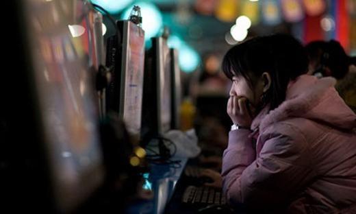 Cô gái đã ở trong các tiệm internet 10 năm. (Ảnh: Internet)