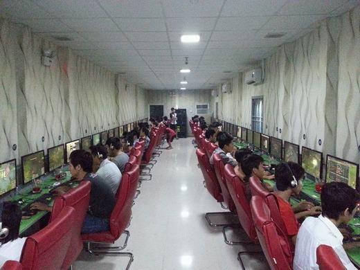 """Tiệminternet là nơi nhiều thanh niên dùng làm """"trạm dừng chân"""" khi bỏ nhà ra đi. (Ảnh: Internet)"""