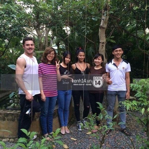 Một số hình ảnh được cho là chụp tại Việt Nam của Zac Efron và bạn gái Sami Miro