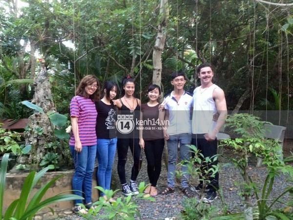 Xôn xao hình ảnh Zac Efron và bạn gái tới Việt Nam