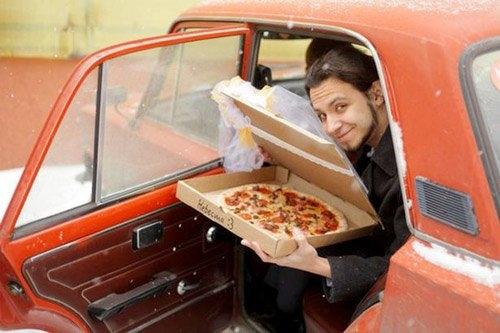 """Lễ cưới giữa anh chàng người Nga và """"cô vợ Pizza"""""""