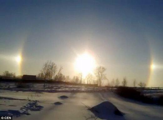 Ngỡ ngàng 3 Mặt trời xuất hiện cùng lúc khiến người xem thích thú